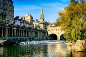 river avon and pultney bridge in bath uk
