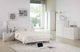 Decorations:Soft Brown Furry Rug With Wooden Floor And Black Bedding Plus  White Beside Table