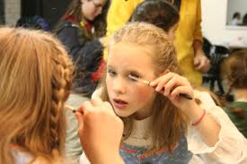 situation 805 at what age should i let my daughter wear make up help i m a single