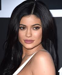 see what it looks like when kylie jenner s makeup artist glams up khloe kardashian glamour