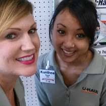 U Haul Customer Service Two Uhaul Girls U Haul Office Photo Glassdoor