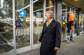 Burgemeester Eindhoven: geweld tegen politie was van begin doel |  Binnenland