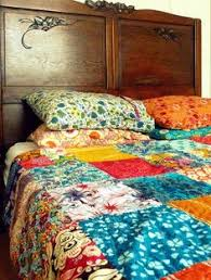 What's great about this bohemian-looking bed spread is that it's ... & What's great about this bohemian-looking bed spread is that it's DIY, made  from vintage silk scarves. It looks almost like an Anthropologie design! Adamdwight.com