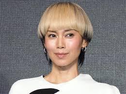 中谷美紀金髪マッシュにイメチェン ケープ風ドレスで個性的に 毎日