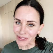 See courteney cox's transformation through the years. Courteney Cox Re Creates Friends Thanksgiving Moment