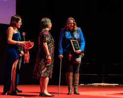 File:Lisa Tuttle and Ada Palmer at the Hugo Award Ceremony, at Worldcon 75  in Helsinki 2017.jpg - Wikimedia Commons