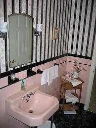 pink-vintage-bath-before-2