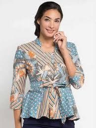 Kamu bisa memodifikasinya menjadi model baju batik muslim dengan memberikan lengan tanggung atau sekalian panjang. 18 Inspirasi Baju Batik Wanita Terbaru Untuk Membantumu Tampil Cantik