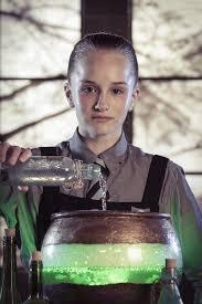 Türkiye'de cadılar okulu olarak sunulacak bu dizinin başrollerinde jenny richardson, bella ramsey, meibh campbell gibi genç isimler yer alıyor olacak. Image Gallery For The Worst Witch Tv Series Filmaffinity