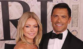 and husband Mark Consuelos reacts ...