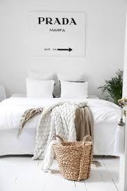 Une Chambre Blanche Pour Les Fashion Addict White Style Bedroom Fashion Bedroom Ideas Pinterest