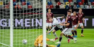 Das spiel der deutschen nationalmannschaft gegen lettland am abend des 7. Ztuefmxgre5iqm