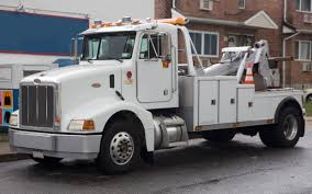 File:1996 Peterbilt 385 4x2 tow truck, front left side.jpg ...