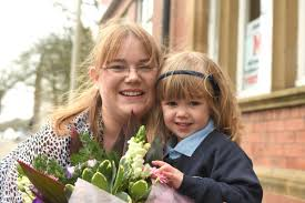 Bouquet of the Week: Four-year-old Amber praised by mum for supporting  dementia sufferers   The Mail