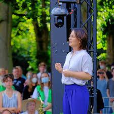 This is the first green candidate for chancellor. Wahlkampf Wie Annalena Baerbock In Pinneberg Ankommt Hamburger Abendblatt