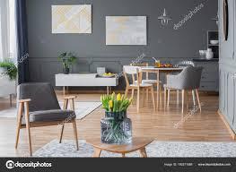 Stilvolles Interieur Mit Designer Stühle Stockfoto