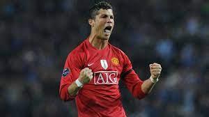 النجم البرتغالي كريستيانو رونالدو يجدد العهد مع مانشستر يونايتد قادما من  يوفنتوس