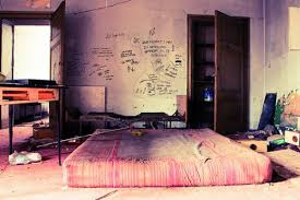 The decor is comfortable skate punk and practical focus on fabrics such as  flannel and skateboards are used as walls accessories. Here are 20 bedrooms  punk ...