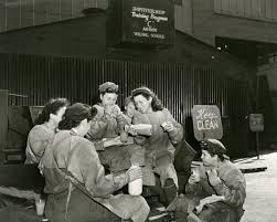 's Brooklyn The Wartime Into Bridge During Dive Jennifer Egan Deep HWFScqgp5