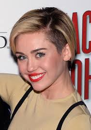 Growing Out Hair Style miley cyrus grows out her pixie haircut stylecaster 8904 by stevesalt.us