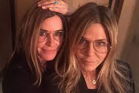Номинант на премию «золотой глобус» за главную женскую роль в сериале «город. Courteney Cox And Jennifer Aniston Are Twinning In Birthday Post