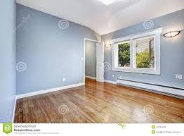 Gallery Of Lege Slaapkamer Met Lichtblauwe Muren Stock Afbeelding