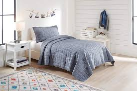 com fashionable and super soft 100 cotton better homes and garden quilt set with tote twin twinxl chambray home kitchen