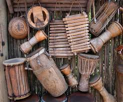 Pare'e terbuat dari rotan dan buluh tui dan biasanya berwarna kecoklatan sesuai dengan warna bahan dasarnya. 73 Alat Musik Tradisional Yang Dipukul Penjelasannya