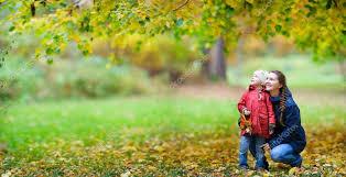 Resultado de imagen de madre con su hija en otoño