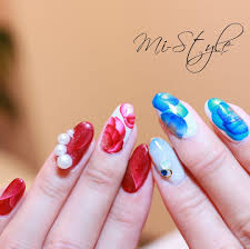 Mieko Hiramatsuさんのネイルデザインの写真テーマは手描きアート