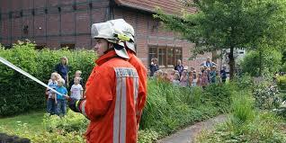 Wir haben für jeden wohnbereich die passende treppe. Meerbeck Feuerwehrubung 45 Kinder Uber Brandschutztreppe Gerettet Www Sn Online De