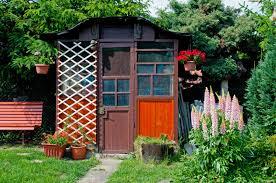 im Garten – ein Gartenhaus selber bauen