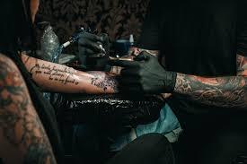 почему выцветает татуировка выцветание татуировок Tattoo Mall