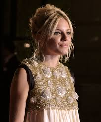 Born in new york city and raised in london, she began her career as a photography model. Sienna Miller Simple English Wikipedia The Free Encyclopedia