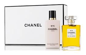 chanel 5 gift set. chanel no 5 is the clic fragrance for stylish woman available at holt renfrew gift set