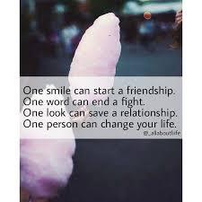 Ein Lächeln Kann Eine Freundschaft Beginnen Ein Wort Kann Einen