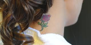 In der japanischen kultur repräsentiert sie heldenmut, in der aztekischen kultur wird sie mit kraft und macht assoziiert und in china kompass und rose unterarm äußere tattoo designs für männer. Rosen Tattoo Bedeutung Des Blumen Motivs Desired De