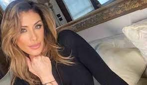 Sabrina Salerno ha ceduto al ritocchino? Il prima e il dopo della cantante  - TiPiu.com