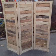 pallet furniture projects. A DIY Pallet Wall Standing Up. Furniture Projects