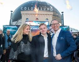 Smaalenenes Avis – Oliver (17) took part in the premiere of his own film –  Dad Petter (44) followed shortly thereafter