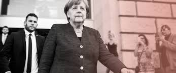 Die vertrauensfrage stellen, gewinnen, verlieren, überstehen mit genitivattribut: Asylstreit Merkel Muss Vertrauensfrage Stellen Politik Sz De