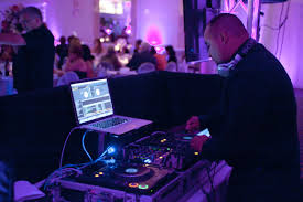 How Much Does A Wedding Dj Price