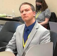Polizist Derek Chauvin wegen Mordes an George Floyd schuldig gesprochen -  WELT