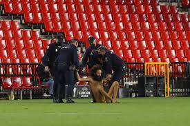 IN PICS: Streaker invades pitch during Granada v Manchester United match  (despite game being played in empty stadium in Spain) – Olive Press News  Spain – Pledge Times