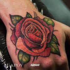 фото татуировки роза в стиле нео традишнл нью скул татуировки на
