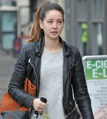 make up free zoella looks almost unrecognisable without her slap on trip to beauty salon mirror