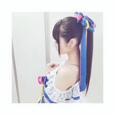 小倉唯 今日の髪型はポニーテールでした ながいリボンがアクセント