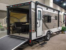 2018 kz rv sportsmen clic 180tht travel trailer toy hauler exterior rear 3 4 door