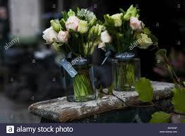 Dekoration Der Esstisch Bouquet Von Dahlien In Der Vase Aus Glas