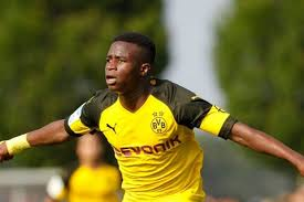 The moment we've been waiting for 🥰 youssoufa becomes the youngest player in the history of the bundesliga (16 years, 1 day). Dortmund Wonderkid Youssoufa Moukoko Smashes A Stunning Record Onefootball